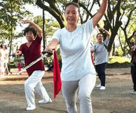 Kết quả hình ảnh cho phụ nữ tuổi trung niên tập thể dục