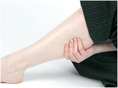 Nữ giới không nên chủ quan khi chân nổi nhiều gân xanh
